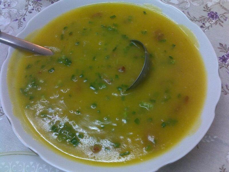 Sopa de mandioquinha com calabresa