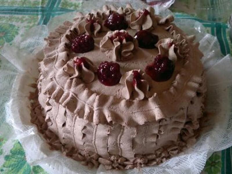 Bolo de chocolate com frutas vermelhas